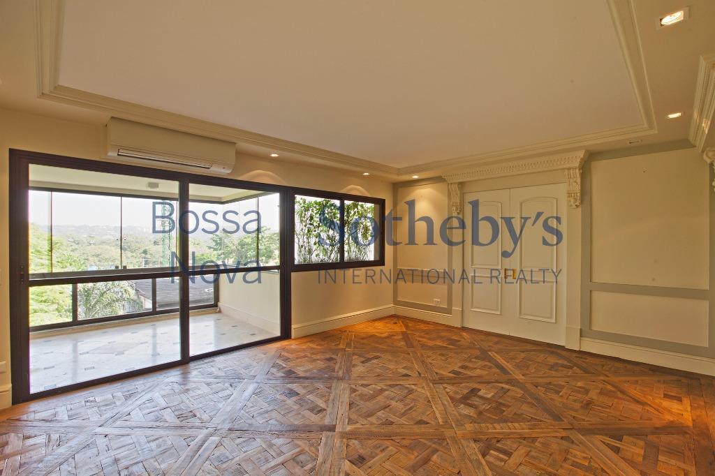 Excelente localização no Itaim Bibi, apartamento reformado.