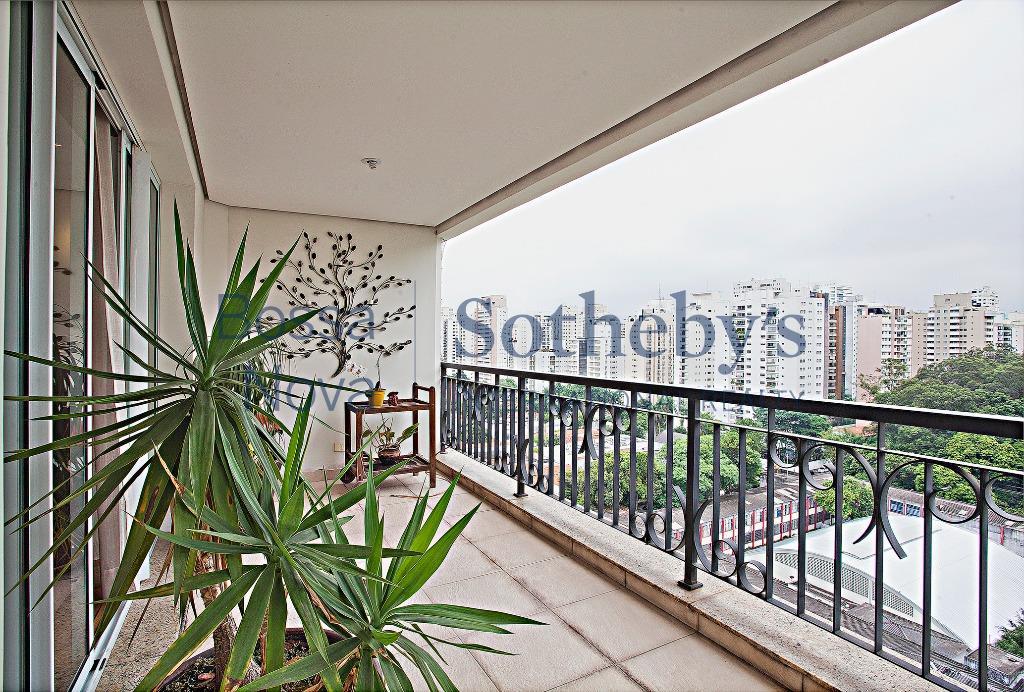 Apartamento muito charmoso com linda varanda da sala.Muito iluminado