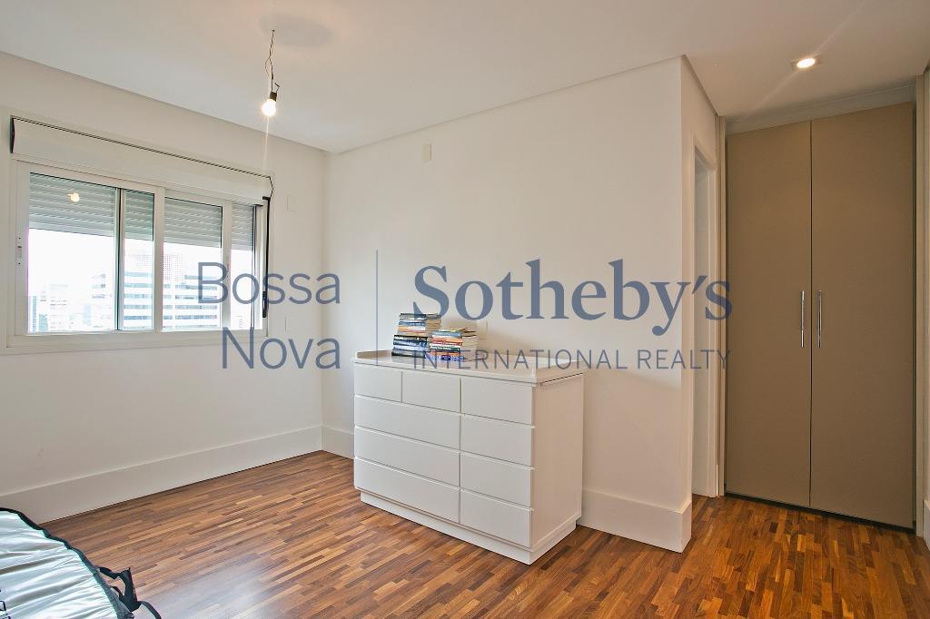 Lindo apartamento com varanda gourmet em edifício super procurado no Itaim.