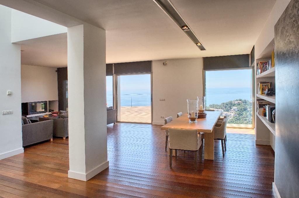 Moderna casa com vista para o mar em Tamariu
