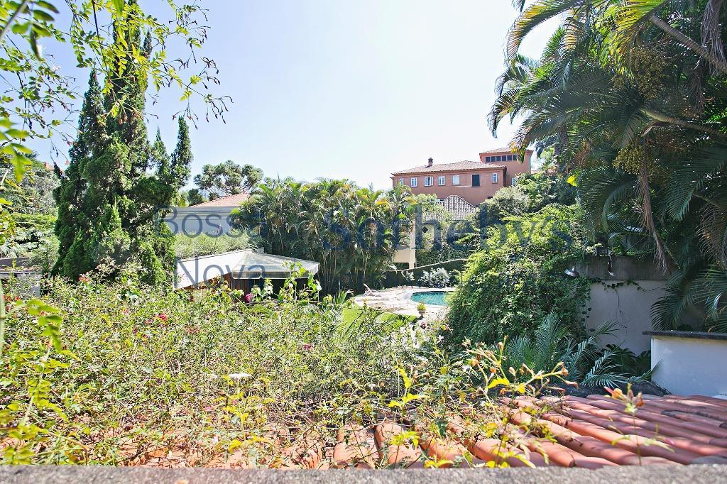 Linda casa no Cidade Jardim, com assinatura de arquiteto renomado.