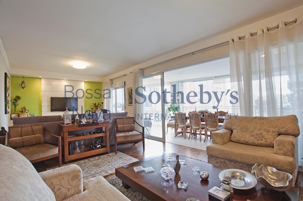 Lindo apartamento com vista e lazer total no Itaim