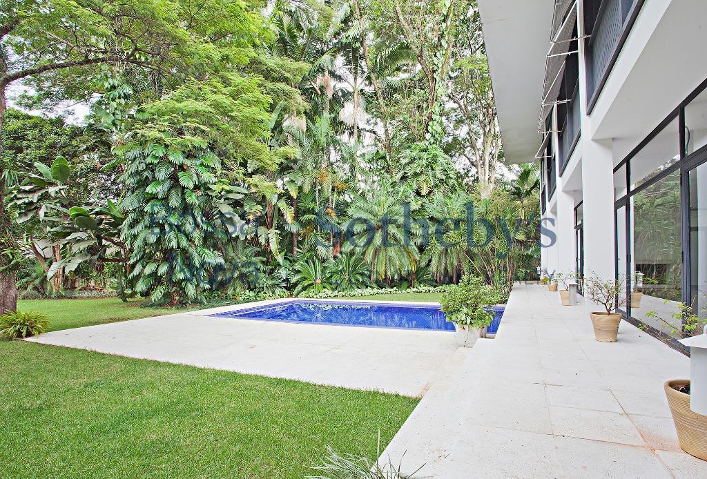 Casa com terreno especial no Jardim Europa