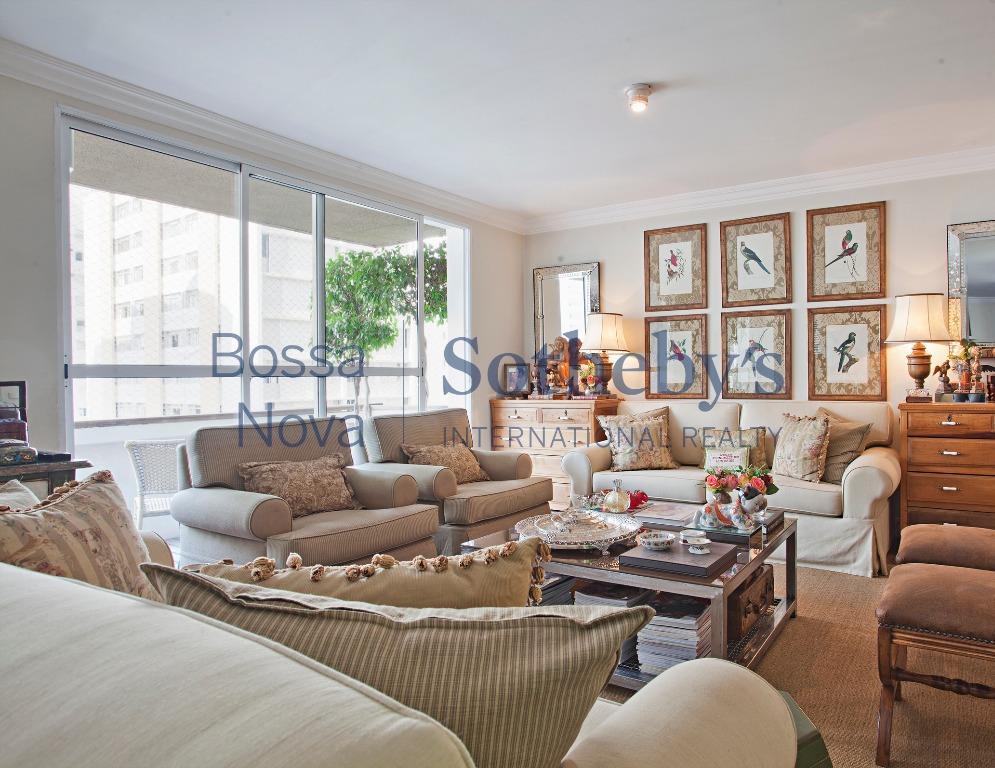 Apartamento com localização e espaço interno excelentes.