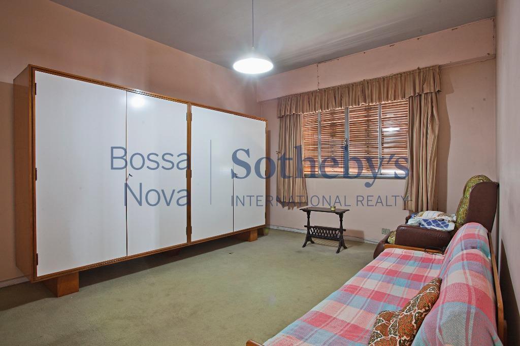 Amplo apartamento, área nobre da av. paulista, ao lado da Casa das Rosas. Vista maravilhosa.