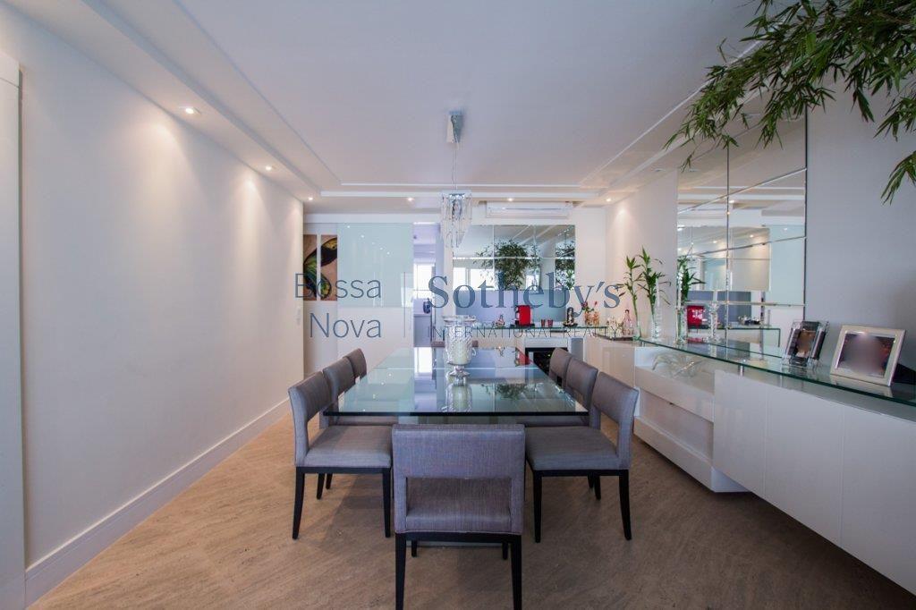 Apartamento com terraço gourmet, reformado. Prédio com lazer.