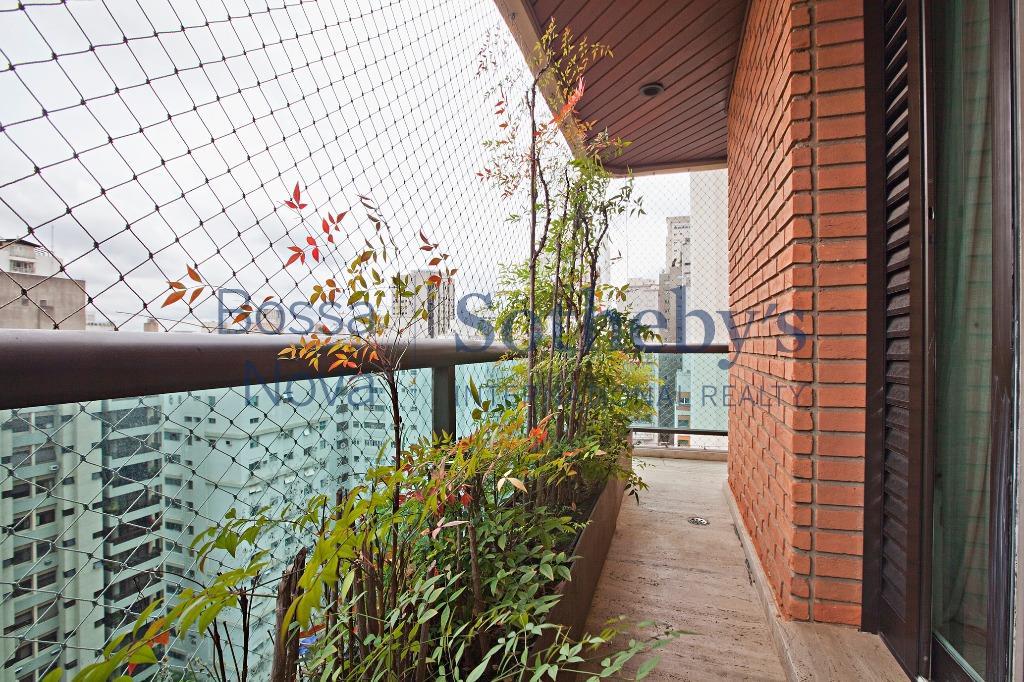 Cobertura duplex nos Jardins, projetada por Debora Aguiar