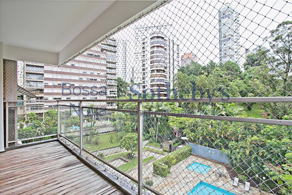 Lindo apartamento reformado Real Parque, São Paulo.