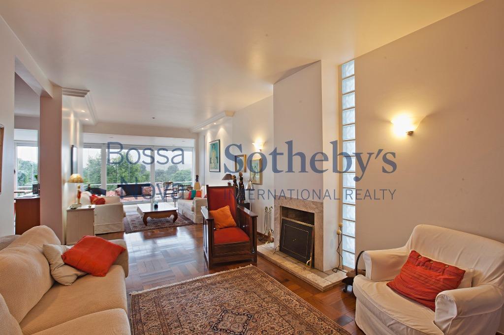 Casa pronta, muito charmosa e com com uma vista maravilhosa!