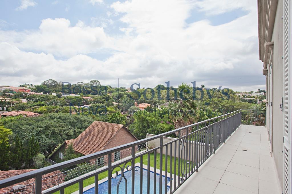 Casa muito agradável em rua tranquila com vista linda para o verde.