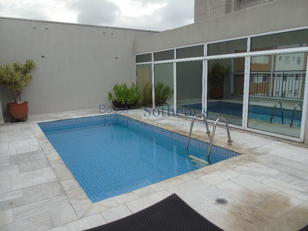 Cobertura com piscina area externa, aconchegante, iluminada, próximo ao parque do Ibirapuera.