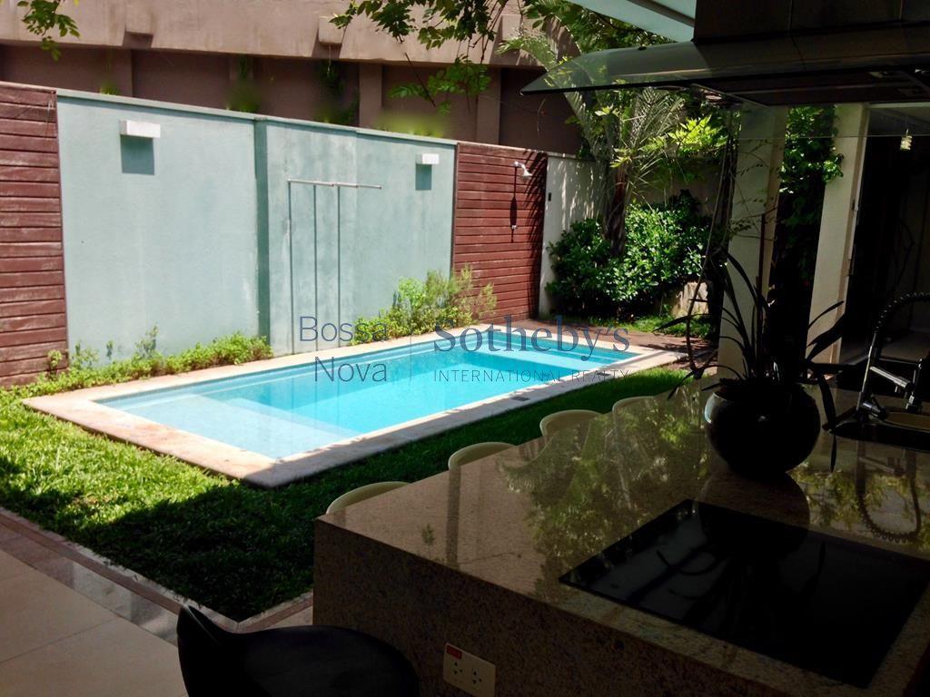 Casa em condomínio, próximo ao Shopping Cidade Jardim.