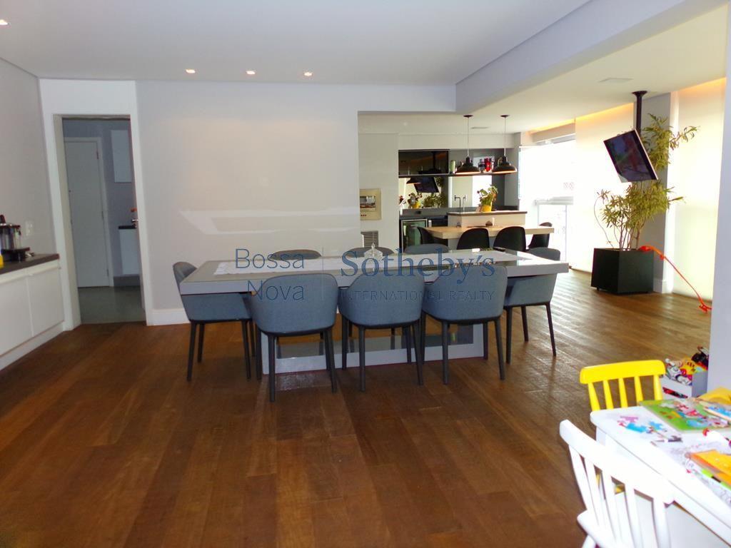 Apartamento novo, terraço gourmet e lazerde clube para adultos e crianças. Vila Olímpia, São Paulo.