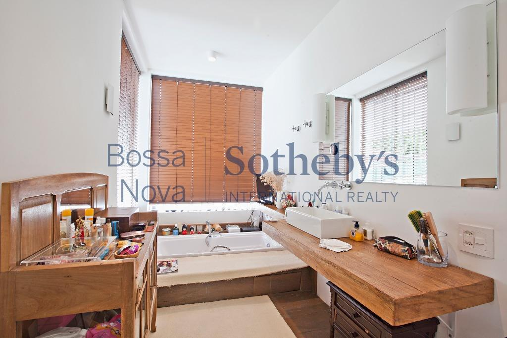 Casa com conforto e segurança  para locação,decorada no Jardim Europa, São Paulo.