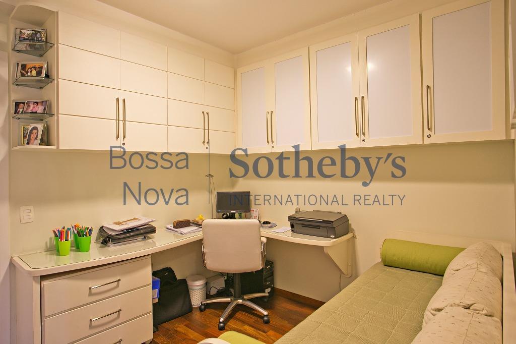 Apartamento impecável com ótima área de lazer.