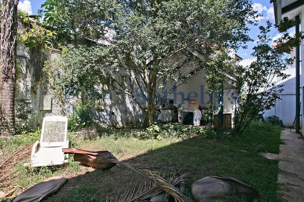 Casa com Projeto Modernista a passos do Parque do Ibiraquera