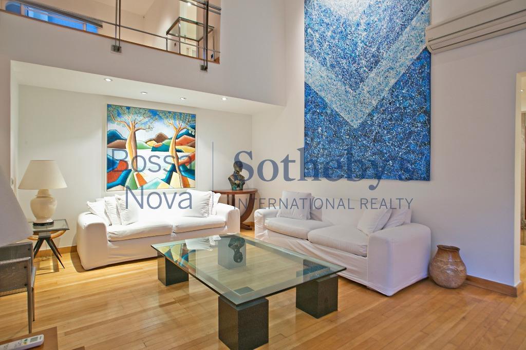 Duplex decorado em localização privilegiada