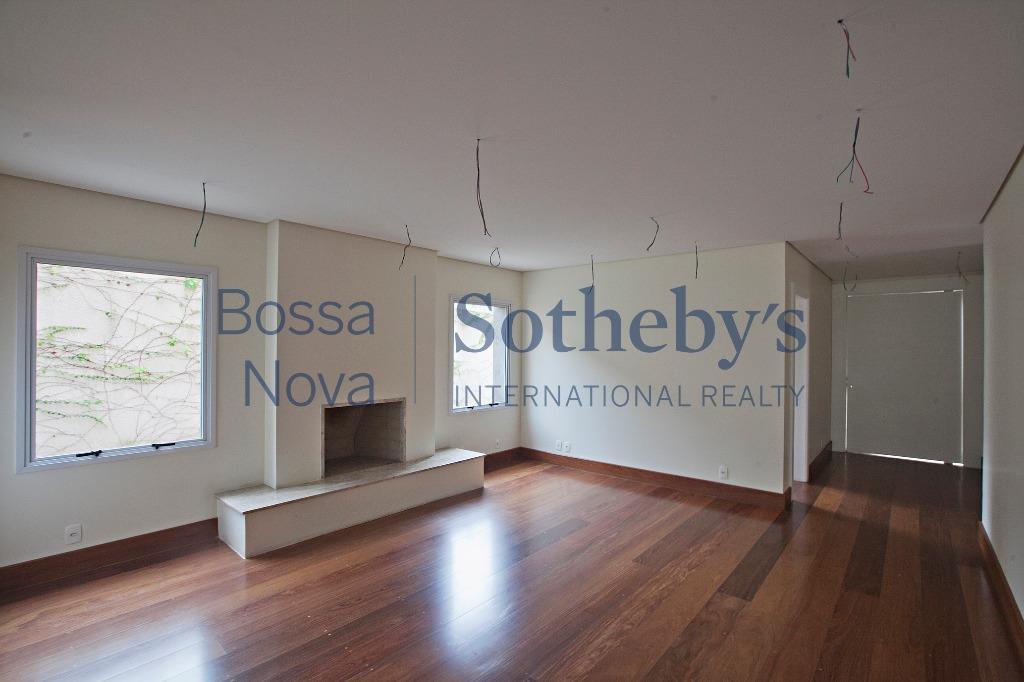 Casa nova em condomínio em localização nobre do bairro