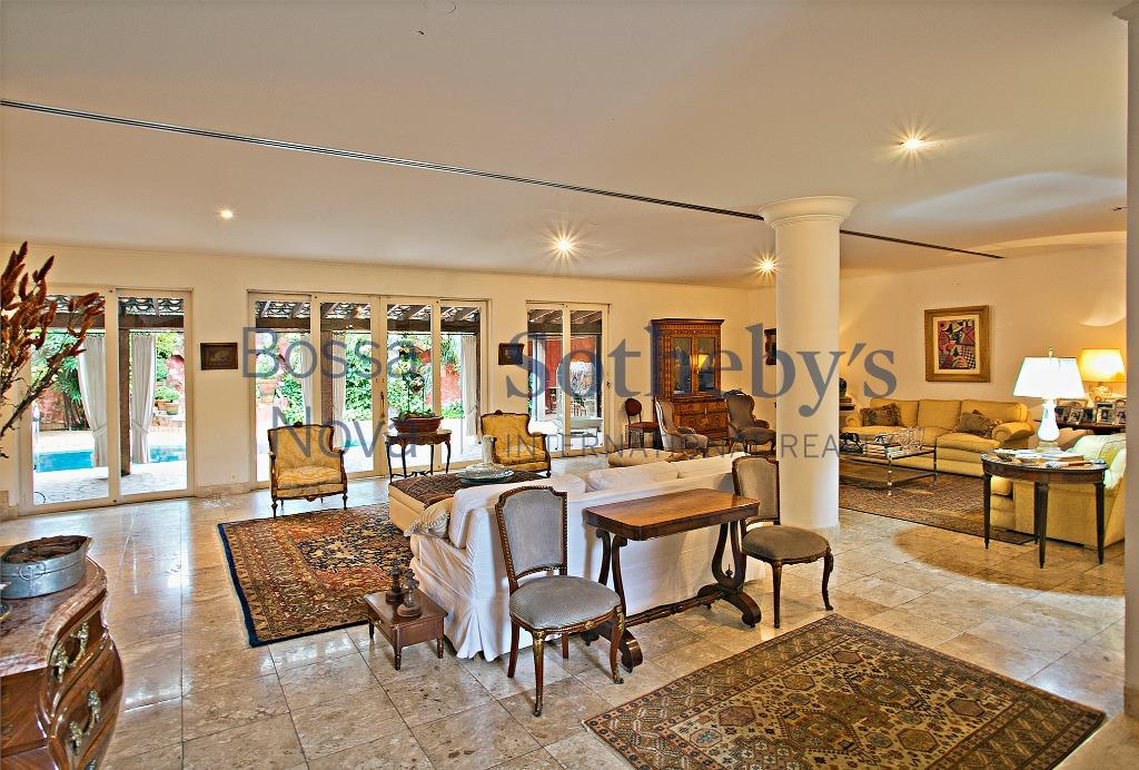 Linda casa, ampla, nobre e sofisticada.