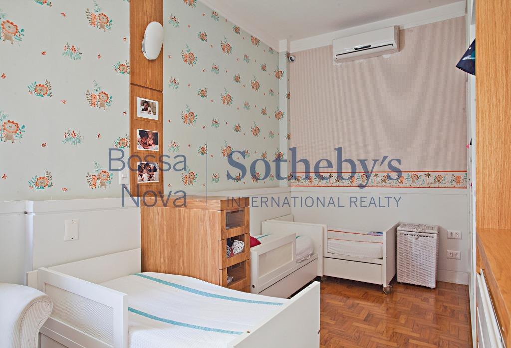 Apartamento reformado com muito charme