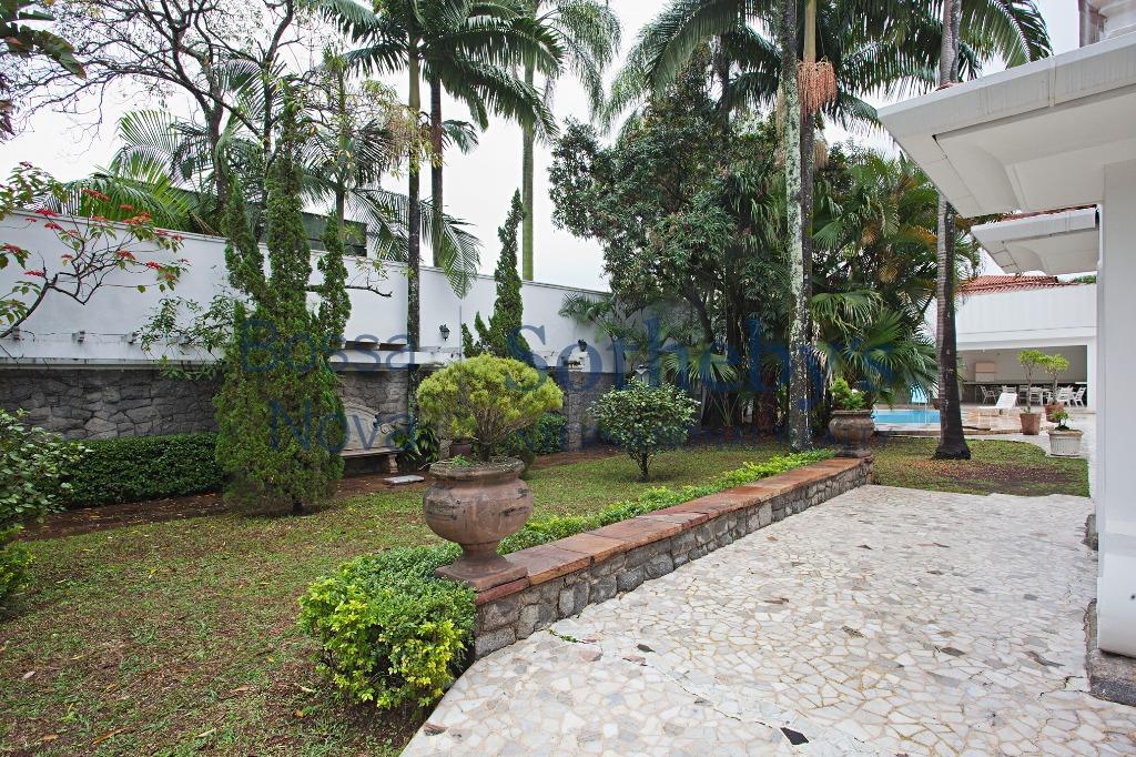 Casa ampla em excelente localização.