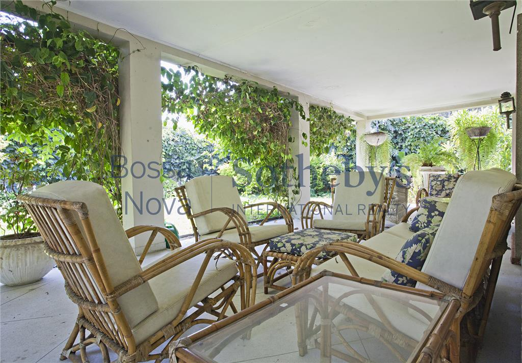 Casa com 1000m² terreno no miolo Jardim Europa