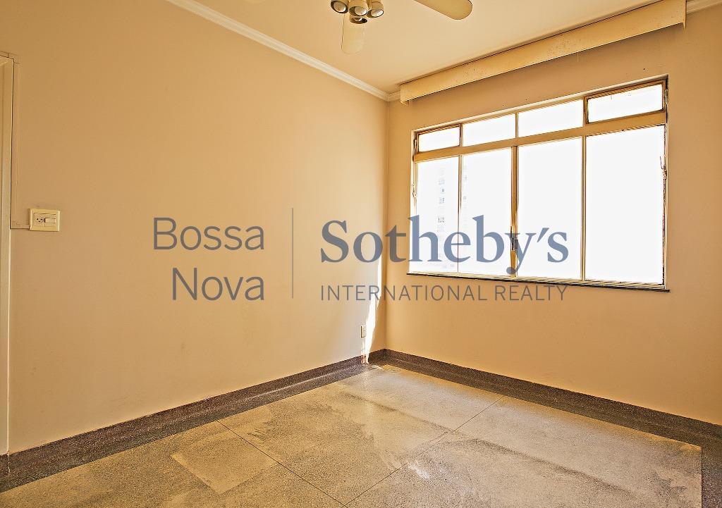 Oportunidade em edifício clássico ao Lado da Rua Oscar Freire