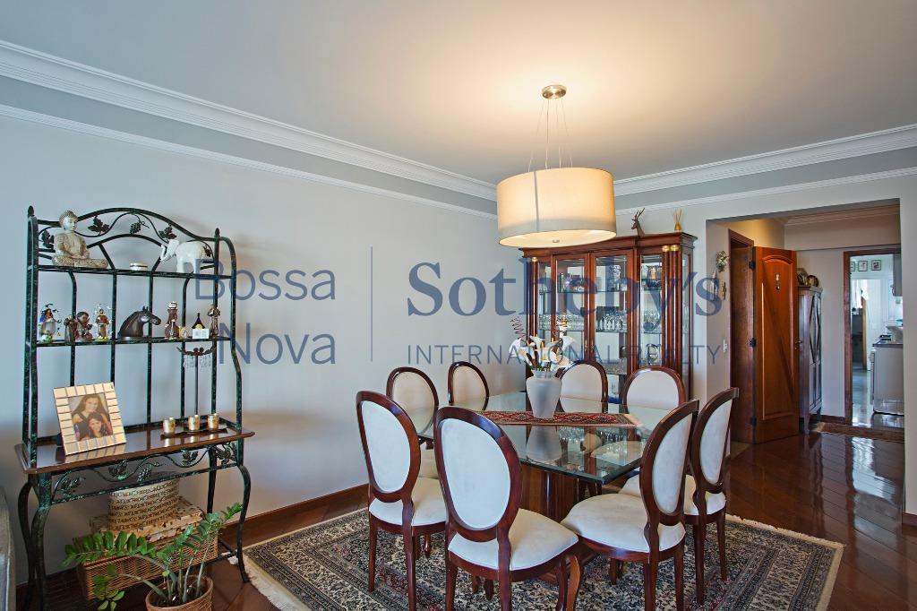 Apartamento em ótima localização em Moema.