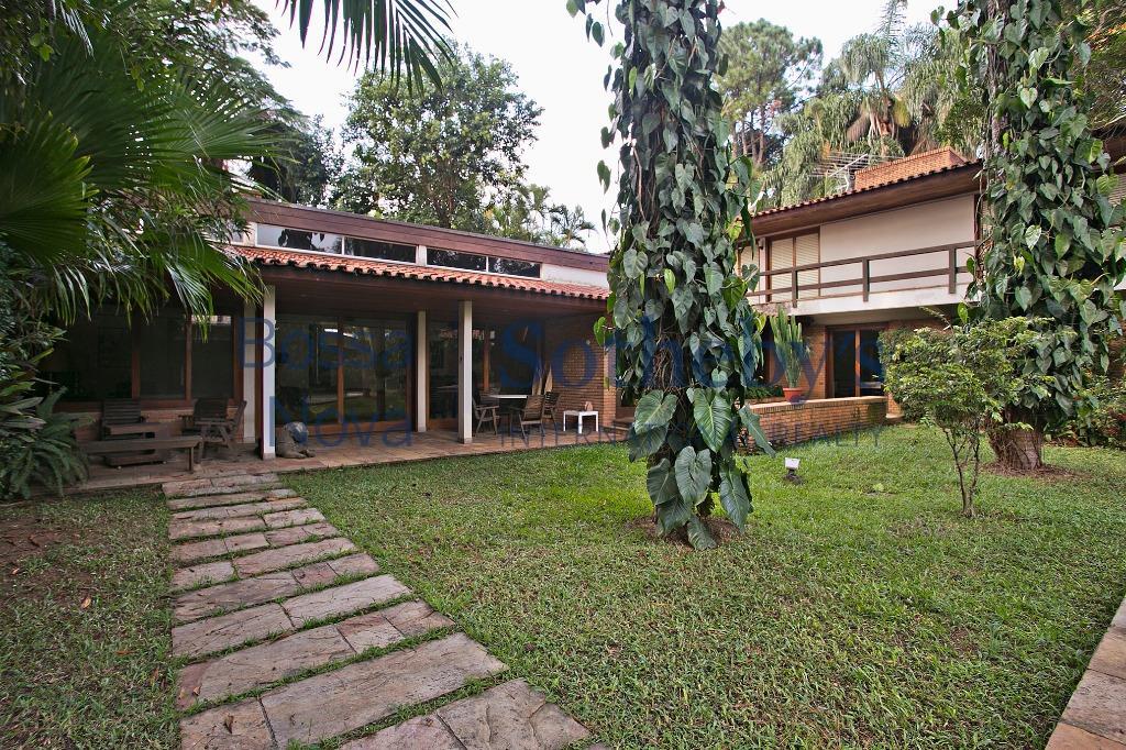 Casa com 990m²de terreno