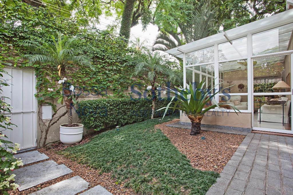 Casa  ampla e iluminada, ótima distribuição no Jardim Paulistano
