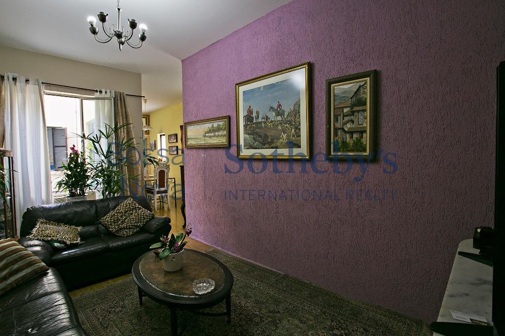 Apartamento em excelente localização.para reforma