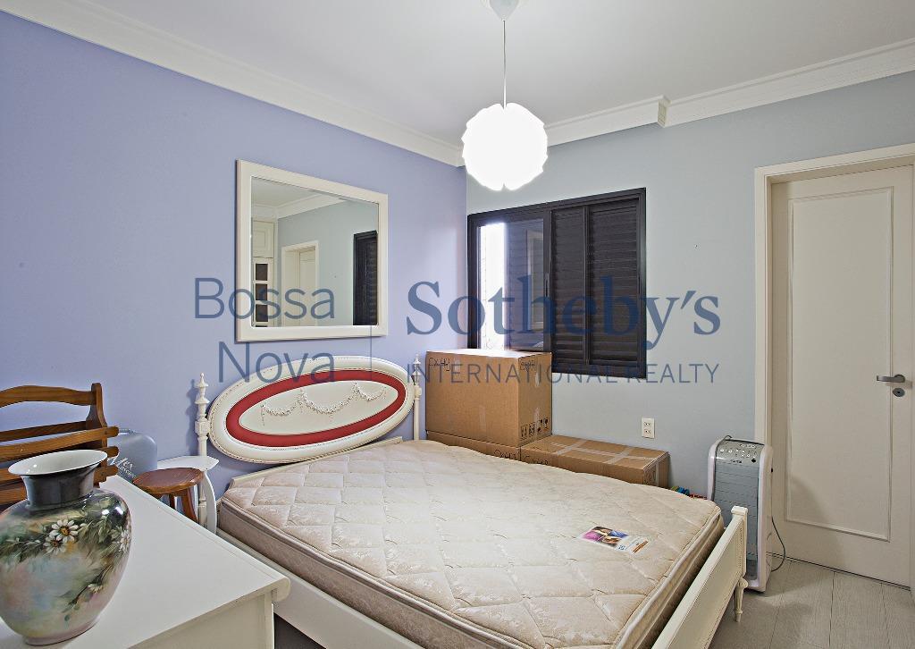 Apartamento no Campo Belo rua tranquila