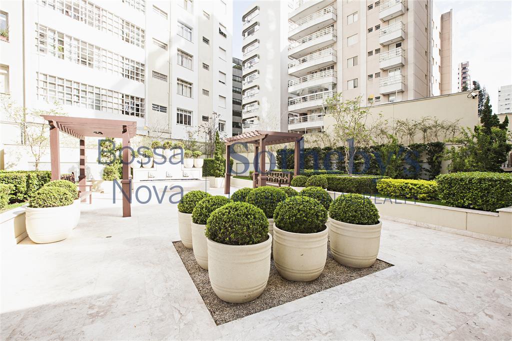 Apartamento,  em rua tranquila e arborizada.