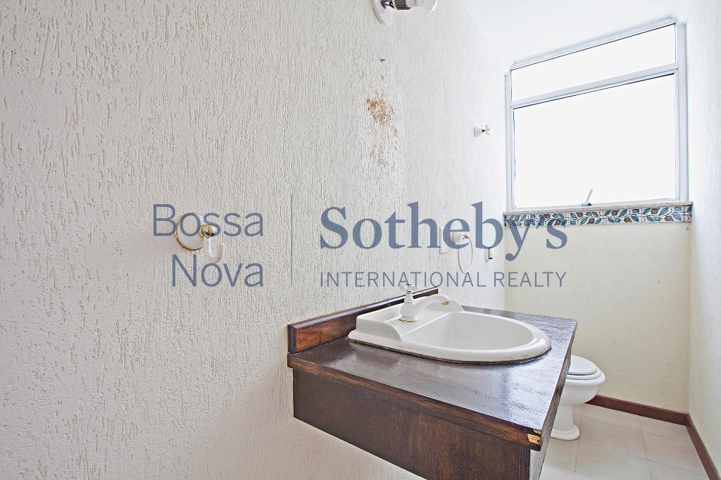 Apartamento vintage e com muito potencial em rua ícone de Higienópolis