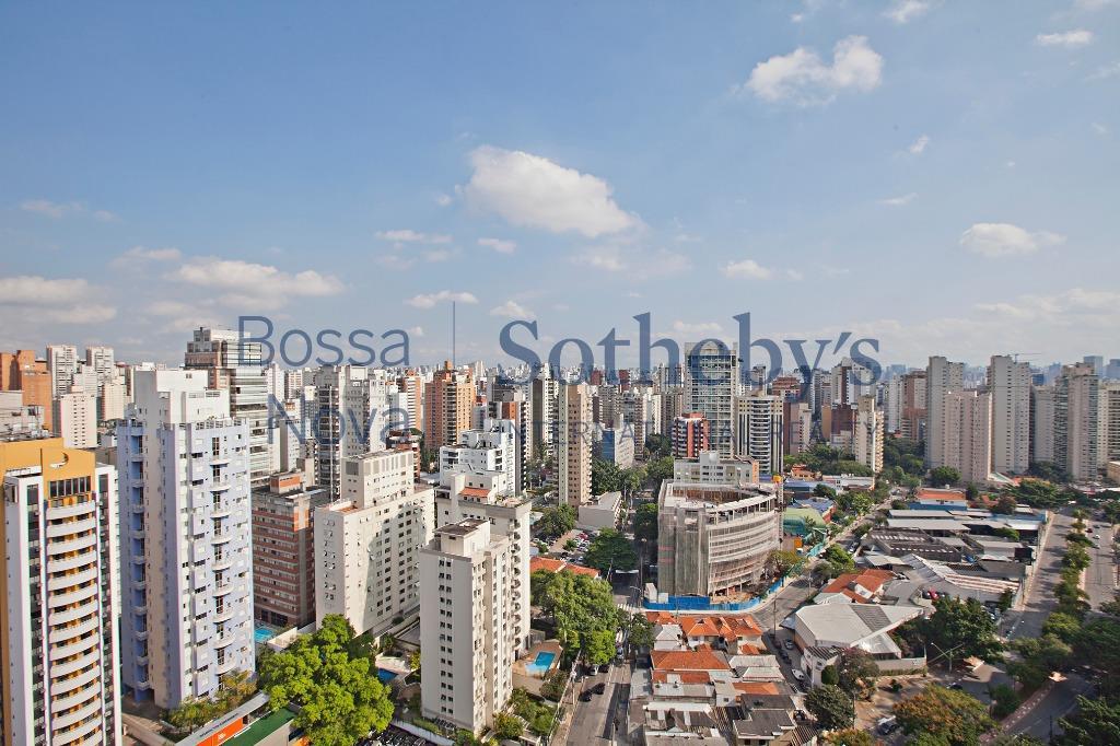 Cobertura mobiliada, prédio com serviços ao lado do parque Ibirapuera