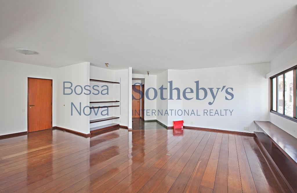 Amplo apartamento ótima localização Vila Madalena.