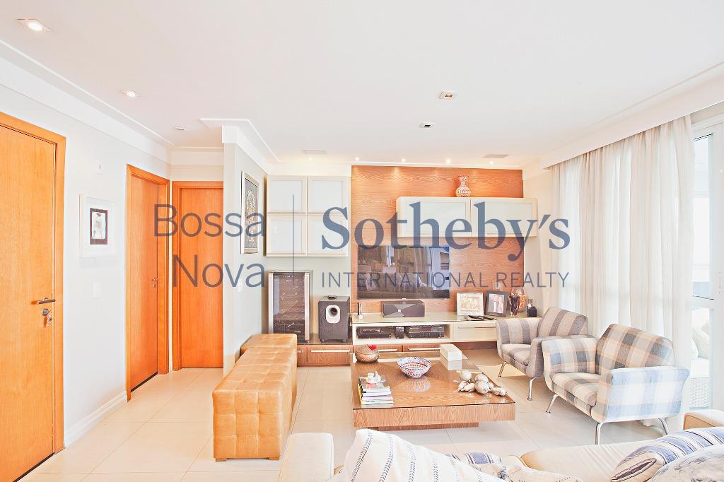Apartamento com terraço gourmet  e lazer de clube no Itaim