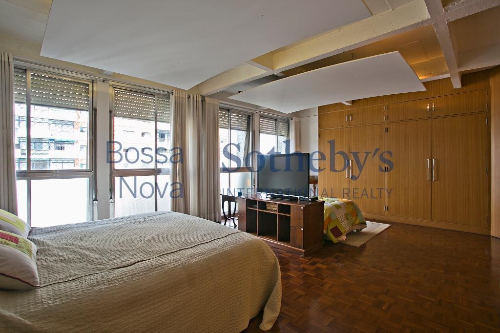 Apartamento em edifício icônico com retofit.