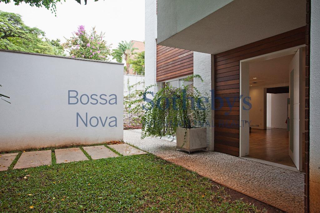 Casa bem projetada próxima ao Parque do Ibirapuera.
