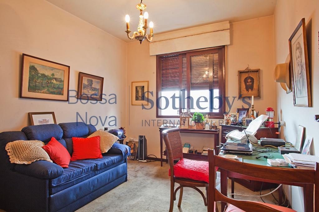 Apartamento bem localizado com ótima planta para reforma.