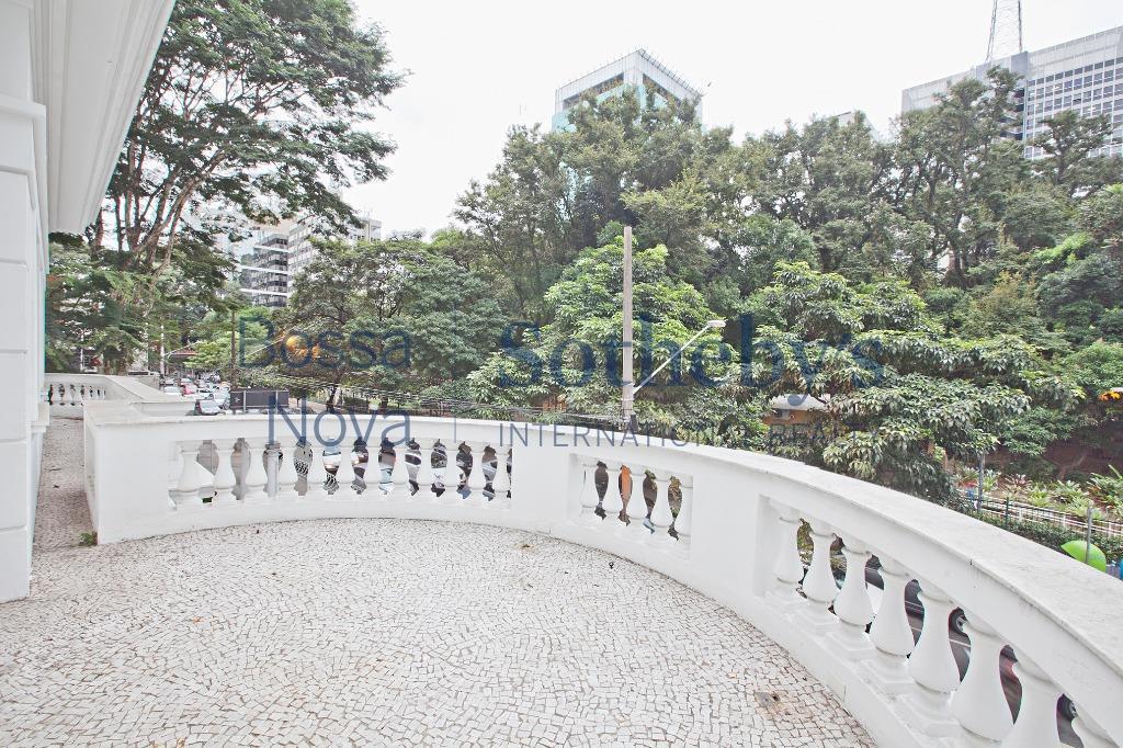Esquina comercial icônica na Av. Paulista