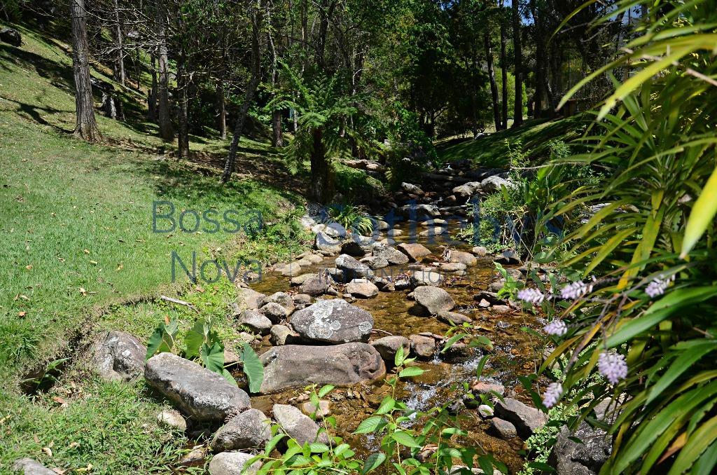 Muito conforto em ampla área verde em reserva biológica