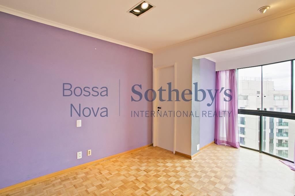 Apartamento residencial à venda com vista privilegiada para o Burle Marx, Panamby, São Paulo.
