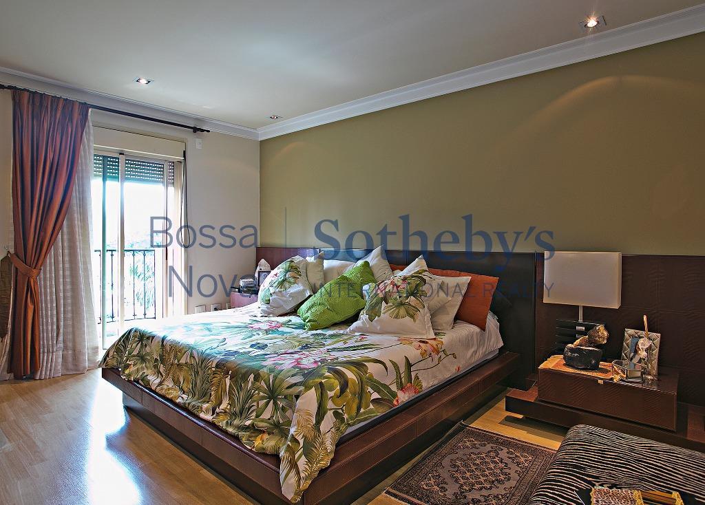 Apartamento Clássico em Condomínio Cobiçado no Paraíso!