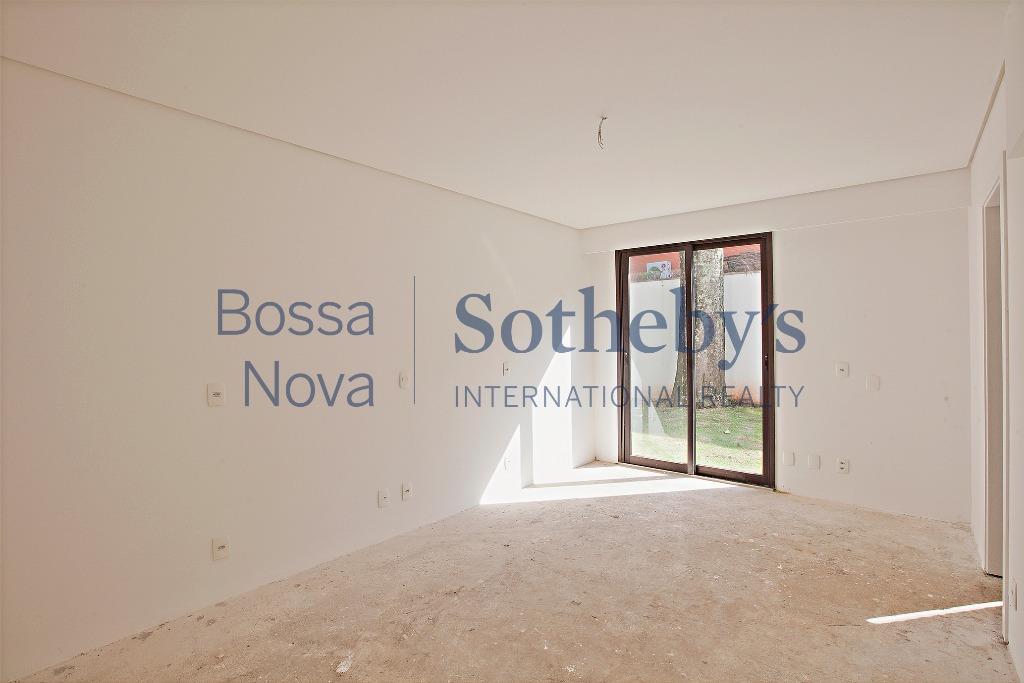 Casa em condomínio com projeto diferenciado.
