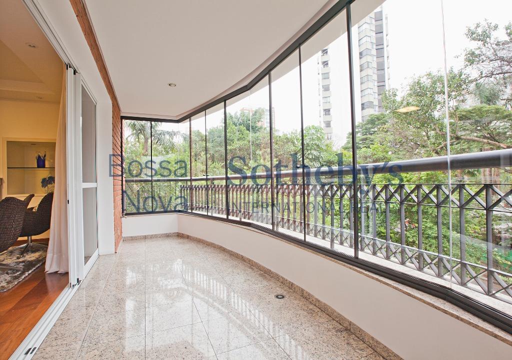 Apartamento com lazer total, Campo Belo, São Paulo.