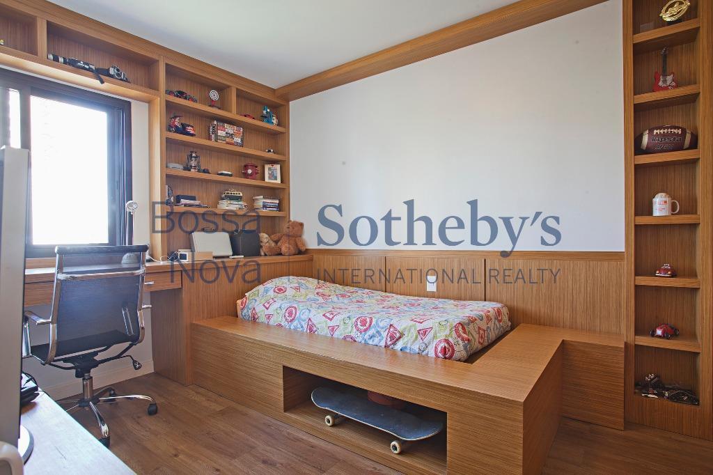 Lindo apartamento com salas amplas