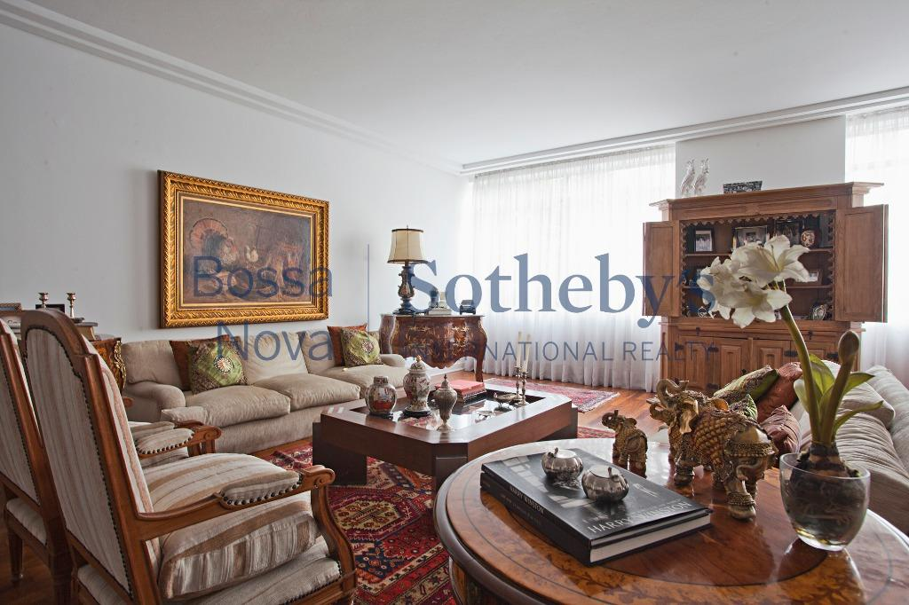 Apartamento amplo com planta bacana e versátil no Jardim América.