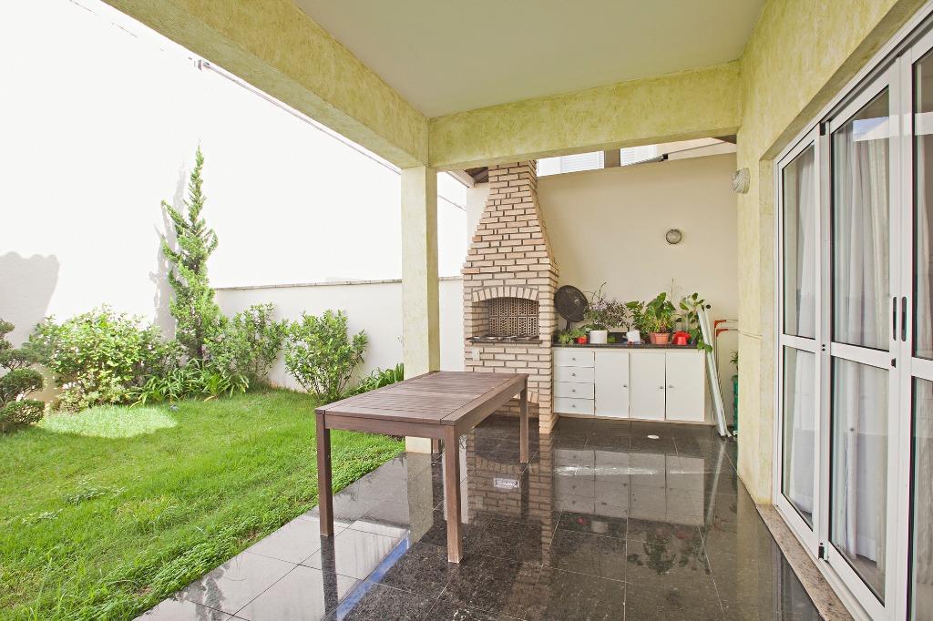 Casa de condomínio, em gostoso condomínio na Chácara Monte Alegre.