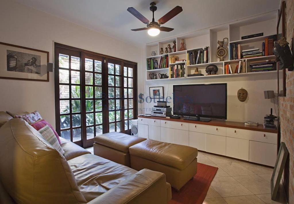 Uma casa muito charmosa, no Boaçava, ao lado do Parque Vila Lobos.